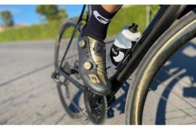 In bici con le ali ai piedi.